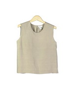 This washable woven silk linen open neck tank top is regular fit and 21